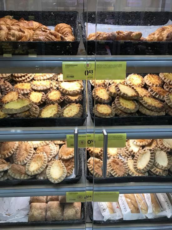 芬兰超市内的小面包大多不超过1欧元