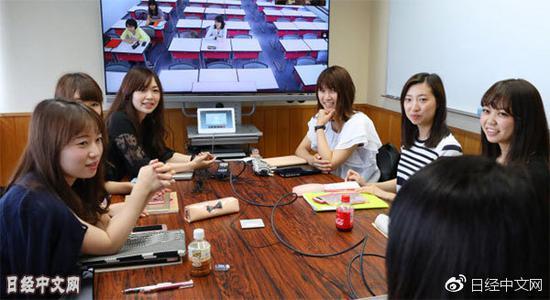 东京的女大学生们(东京都文京区)