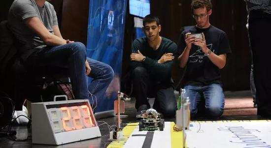 以色列学生设计新一代自动驾驶汽车