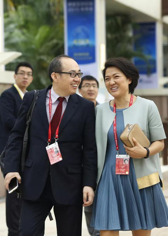 2015年3月28日,博鳌亚洲论坛开幕,潘石屹、张欣步入会场。来源:视觉中国