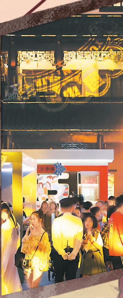 """集美食特产、非遗技艺、文化体验于一地的豫园是上海""""夜间经济""""的重要地标。   新华社记者 刘 颖摄"""