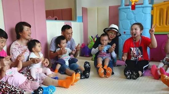 娱乐场pt送体验金_视频|4岁男童随干妈去工地 刚进门就从19楼阳台坠落