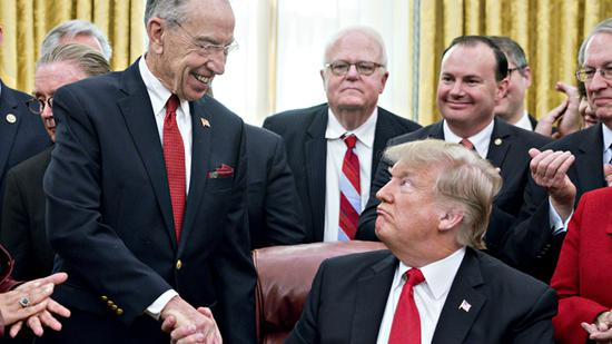 <b>为限制总统滥用关税特权 美国国会酝酿九月出手</b>