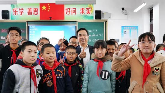 中国银行董事长刘连舸赴定点扶贫县调研指导工作