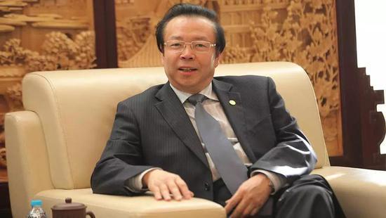 """赖小民落马 华融系紧急撤退""""影子公司""""中国港桥"""