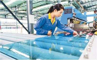 机械工业运行总体平稳 新能源车机器人保持高速增长