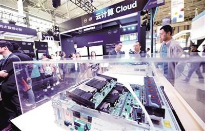 整体收入不足亚马逊云多,但国内云服务商展示了超过亚马逊云的强劲增长动力,头部企业保持了100%的增长幅度 新华社图
