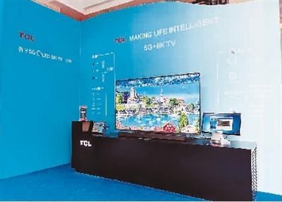 TCL全球首台5G 8K QLED TV    李 杨摄
