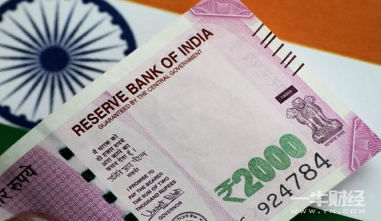 印度卢比未来一年料接近纪录低点 贸易忧虑令其承压