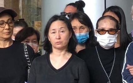 何鸿燊家人会见记者。 图源:港媒