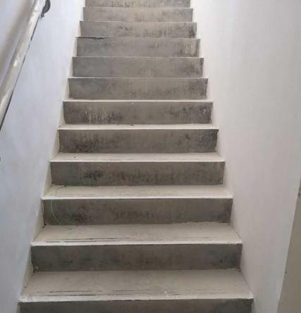 楼梯为水泥交付