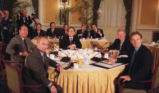 2000年,联合国五大常任理事国领导人在华尔道夫酒店午宴
