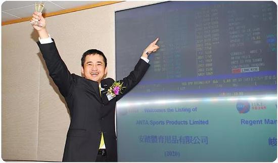 |2007年7月10日,安踏集团董事局主席丁世忠带领安踏登陆香港资本市场