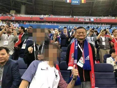 最贵球迷马云张近东现身世界杯 球迷:大佬看上谁了?