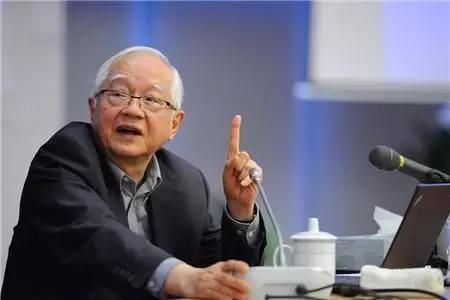 """吴敬琏为什么反对""""不惜代价发展芯片产业""""?"""