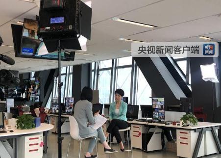 刘欣接受央视记者的采访>>