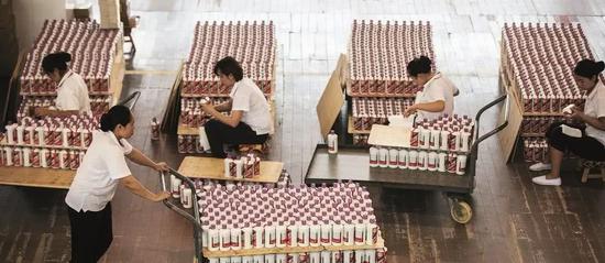 白酒激荡七十载:高端消费群体从三公转向中产阶层