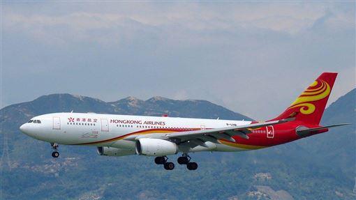 香港航空经营困难:机上娱乐停供 停飞航线延迟发薪