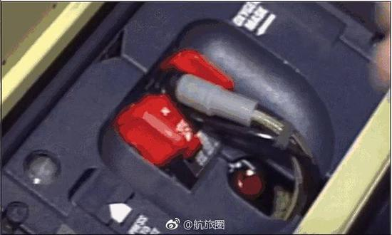 空客驾驶舱的氧气面罩是按压式