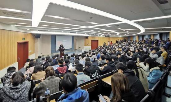 泛城控股陈伟星:区块链或将催生