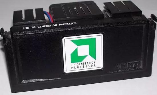 1999款AMD Athlon CPU(資料來源:維基百科)