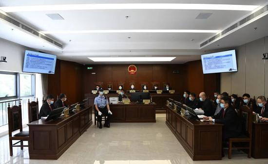 """北京金融法院组成7人合议庭公开开庭审理""""1号案"""""""