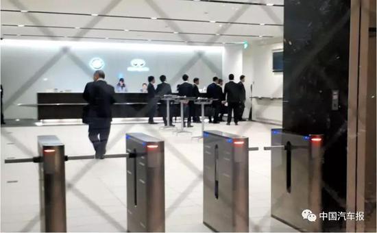 东京地方检察官办公室官员进入日产汽车公司横滨总部开展调查