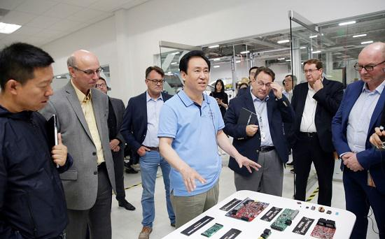 FF电气试验室技术专家Steven Schulz(原通用汽车电动车技术专家)介绍FF电子电气技术