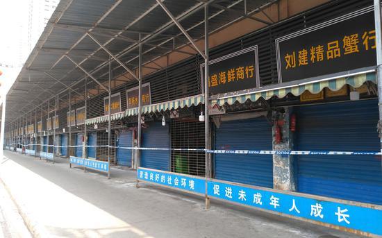 武汉高铁站开测体温 华南海鲜市场附近商户仍在营业