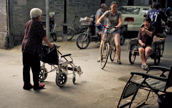 北京胡同里的老人。图/视觉中国
