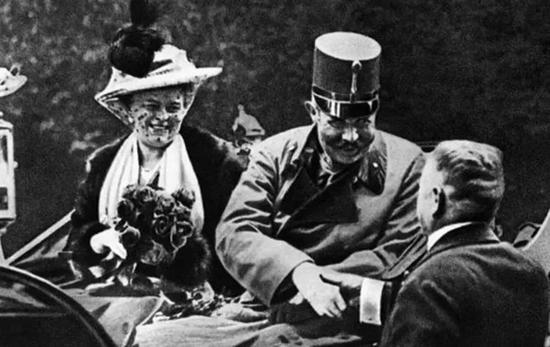 费迪南大公夫妇遇刺前夕,'巴尔干火药桶'即将被引爆