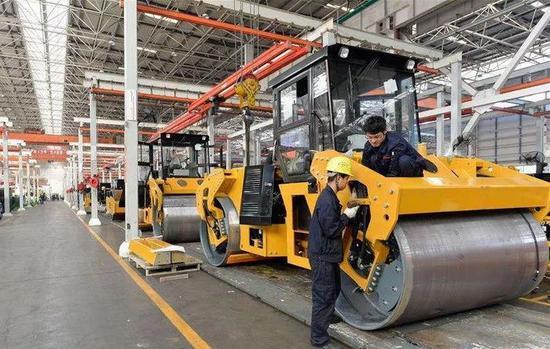 中国经济时报:稳住经济基本盘 制造业发展应有的放矢