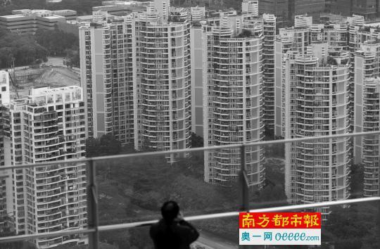 深圳南山区滨海大道一小区建筑。
