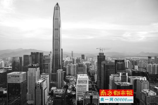 深圳福田区的平安国际金融中心。