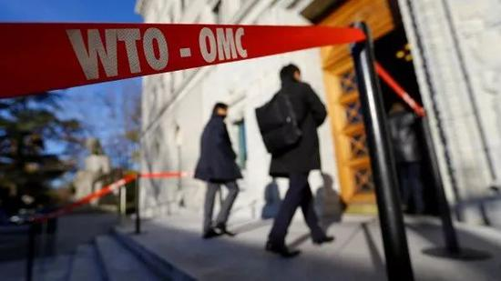 ▲资料图片:2017年11月22日,与会代表进入位于日内瓦的WTO总部。(路透社)
