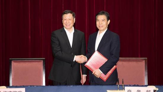 商务部部长与上海市市长签署部市合作框架协议,涉及自由贸易港建设