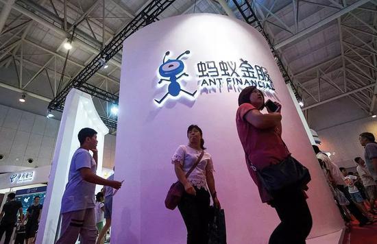 ▲ 蚂蚁金服展台。@视觉中国