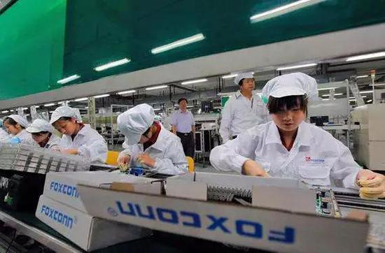 富士康工厂的流水线工人