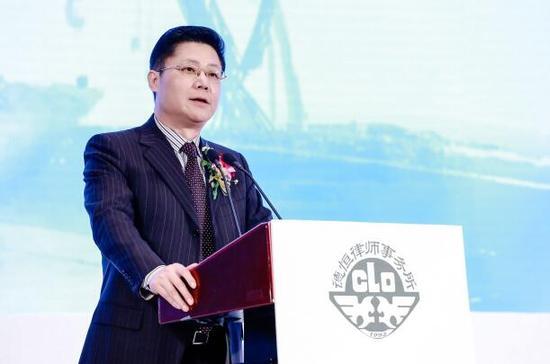 丝路产业与金融国际联盟常务副理事长、中国华信能源有限公司首席经济学家潘峙钢