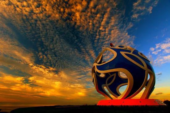 """因为一场国际赛事——第三届亚沙会,2012年成为了海阳旅游业和滨海城区房产开发的""""盛年""""。"""
