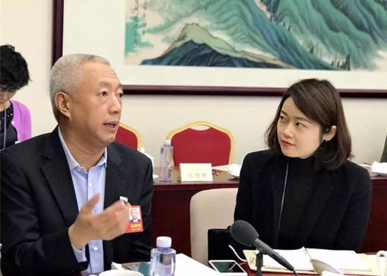 凌文接受中国触动力报记者卢零数秀采访