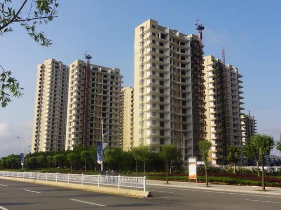 海阳市区一处在建的海边楼盘。