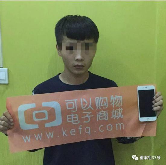 ▲2017年9月,李兴元通过贷款分期购买一台苹果手机。受访者供图