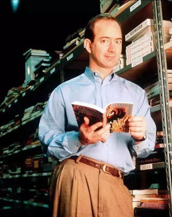 (1997年的Bezos,在他建立亚马逊在线书店的三年后)