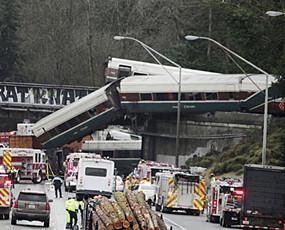 美国华盛顿州火车脱轨 已死6人