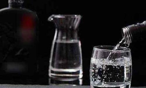上市酒企半年考:7成收入下滑