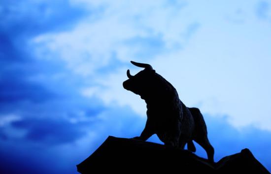 Canaccord Genuity的证券策略师Tony Dwyer重申了标普500指数年底到3200点的目标点位,援引了周二发布的强劲制造业数据。此目标点位较目前水平有近11%的上升空间。