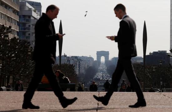 法国经济第四季度意外萎缩 罢工导致制造业产出下