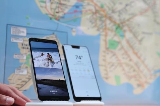 2018年10月9日,美国纽约,谷歌新发布的第三代Pixel智能手机。REUTERS/Shannon Stapleton