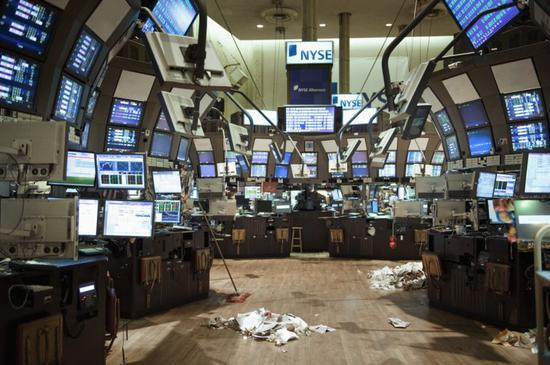 早盘:美股维持跌势 三大股指跌幅均超3%